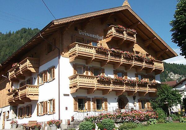 Brixnerhof Seitenansicht Sommer