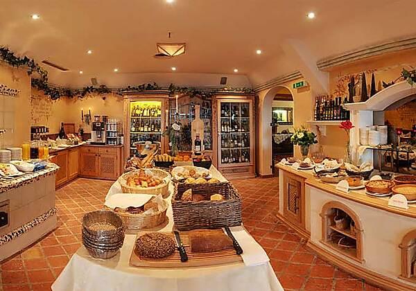 Genießen Sie das gemütliche Ambiente im Wellness Sporthotel Alpenhof