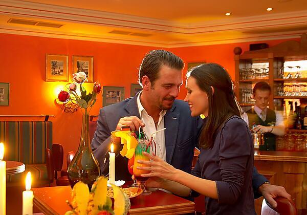 Hotelbar und Cocktails