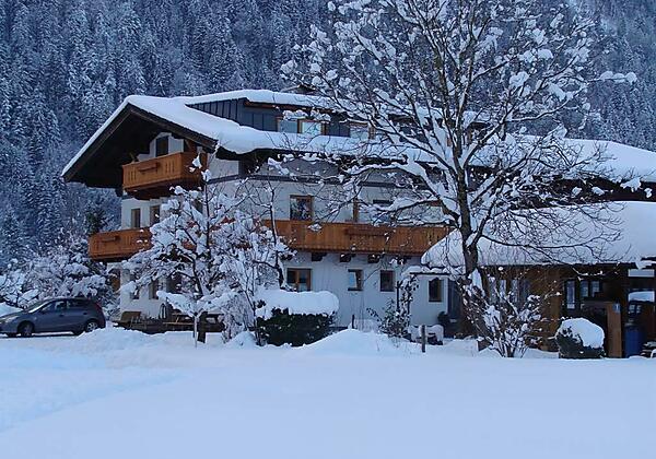 Winter Hausfoto seitlich